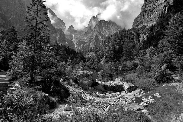 ITALIEN, Rund um Molveno TN) Blick Richtung Brenta Gebirge (Dolomiten) 79097/13754