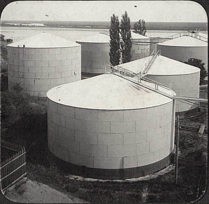 32. Цистерны для нефтяных продуктов. Склад Нобеля в Царицыне