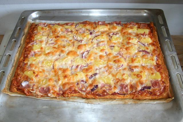 16 - Pizza Hawaii - Finished baking / Fertig gebacken