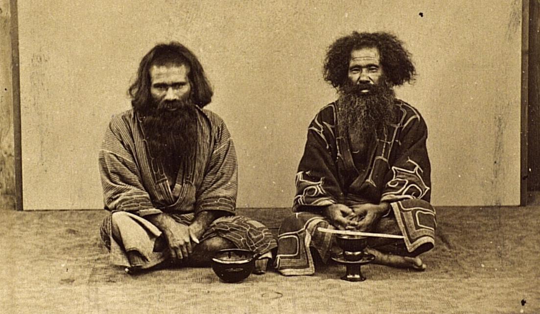 Портрет мужчин в традиционных костюмах