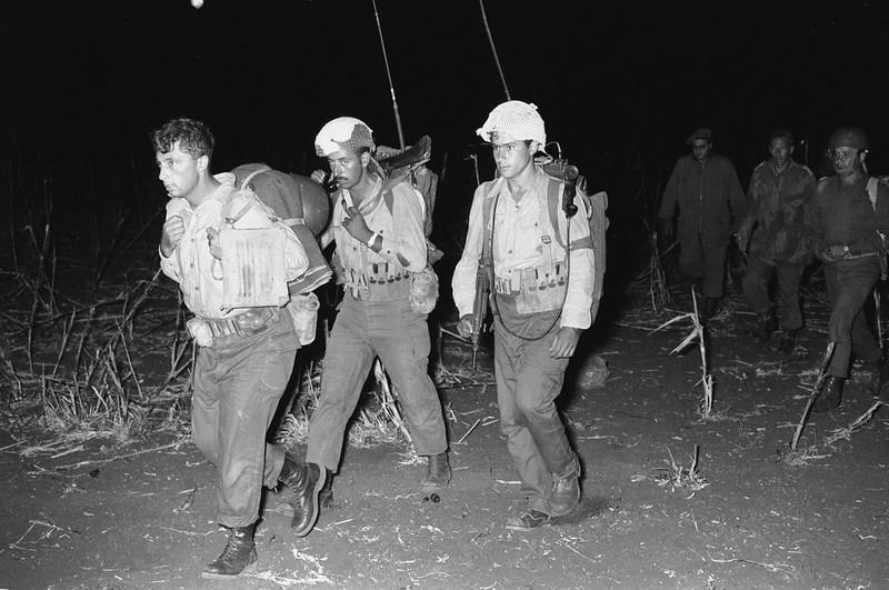 Radio-PRC-10-ariel-sharon-paratroopers-19570918-mak-1