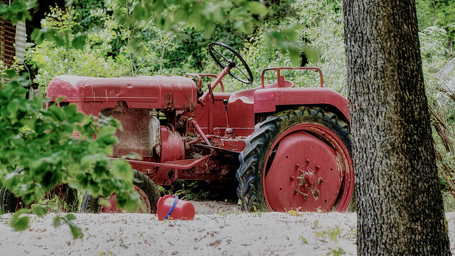 Red tractor (HSS)
