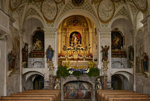 Kreuzaltar und Grabkapelle