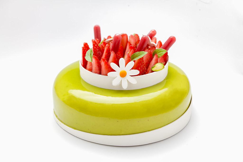 Tarta de pistacho, lichi y fresa 2-1