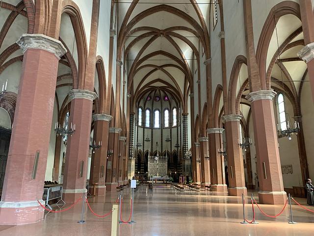 2020.09.15.014 BOLOGNE - Basilique San Francesco, la nef centrale (EXPLORE du15 juin 2021)