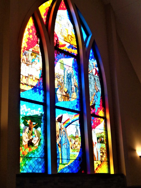 HAPPY SUNDAY STAINED GLASS