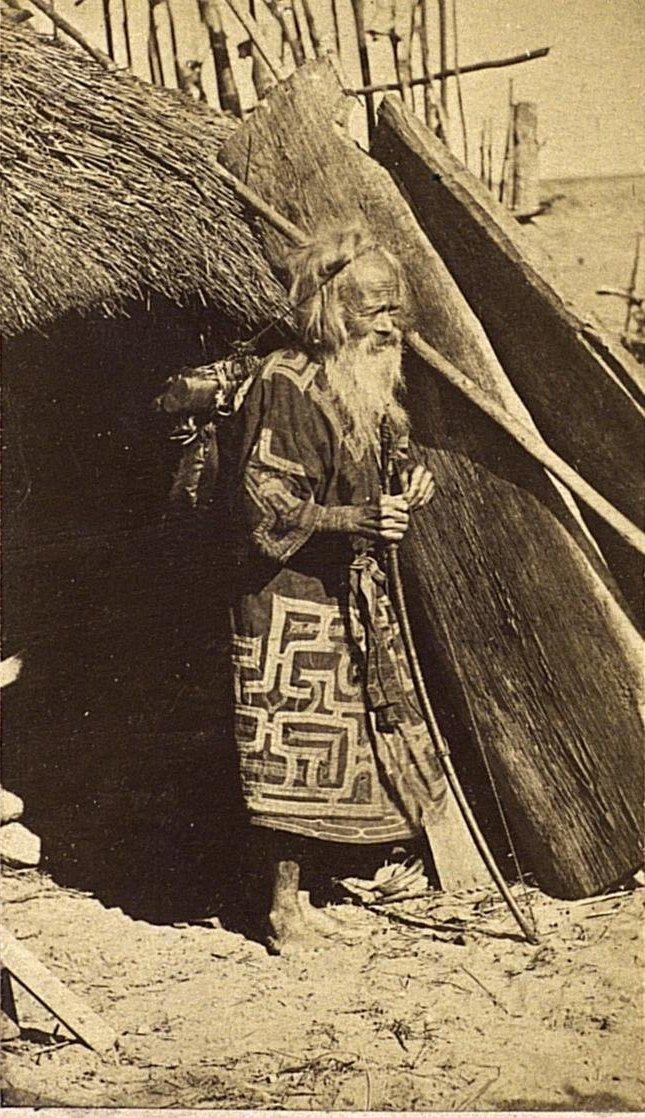 Портрет мужчины в похоронном костюме