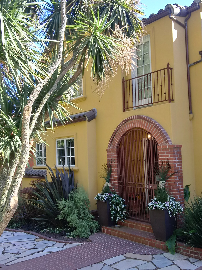 """173 Kensington Way , San Francisco (the border between steep """"Edgehill Mountain"""" and the Claremont Court residence park) <b>built 1924</b> eleven rooms  20210607_171800"""