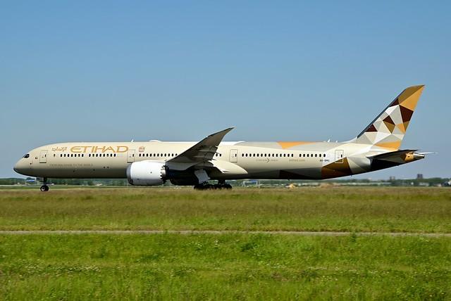 A6-BMG B787-10 cn 60763 Eithad Airways 210613 Schiphol 1002