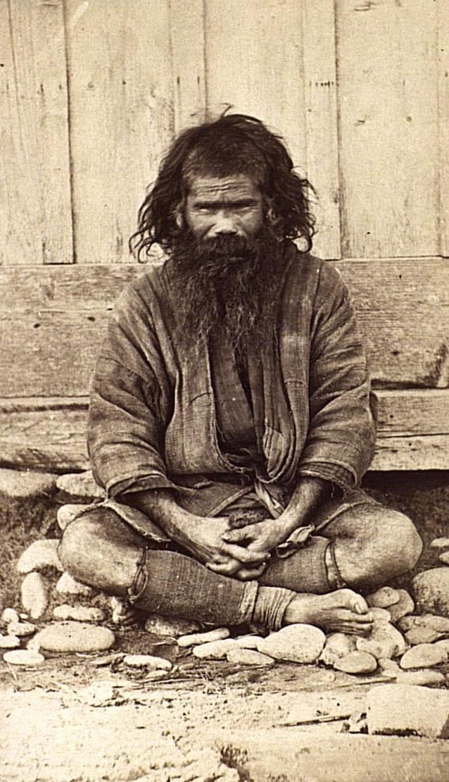 Портрет мужчины в традиционном костюме