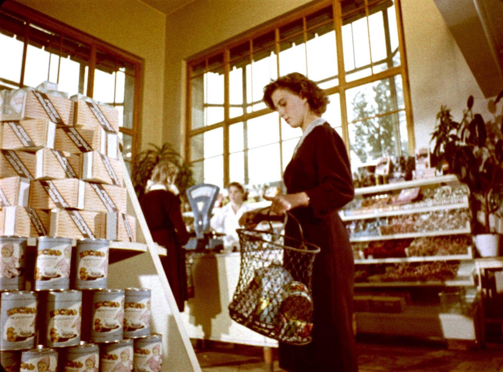 1961. В продуктовом магазине