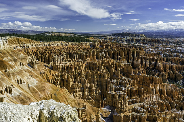 hoodoos by thousands at Inspiration Point in Bryce Canyon