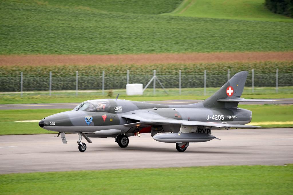 Hawker Hunter T.68 - HB-RVP