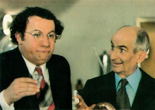 Coluche and Louis de Funès in L'aile ou la cuisse (1976)