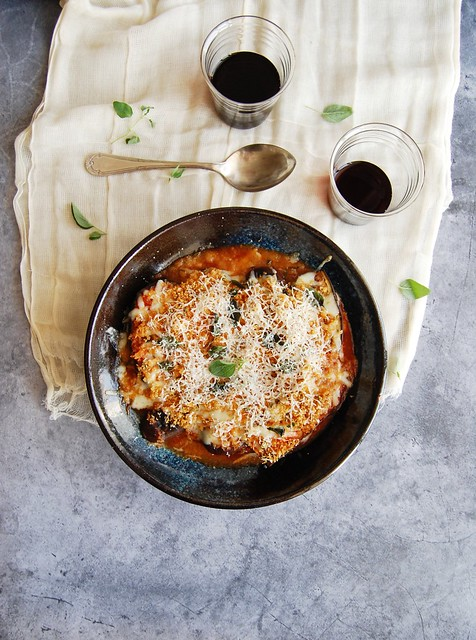 Lasanha de berinjela com farofinha crocante