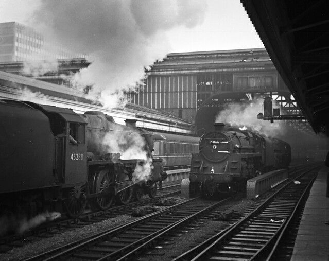 Trains passing at Snow Hill