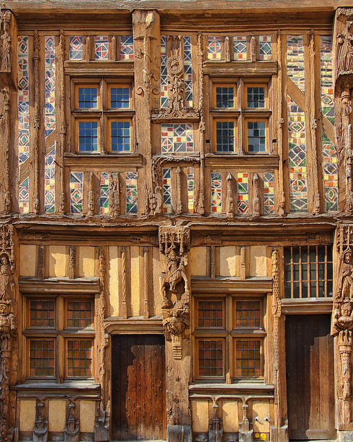 Façade de la maison du Pilori à Joigny (Yonne)