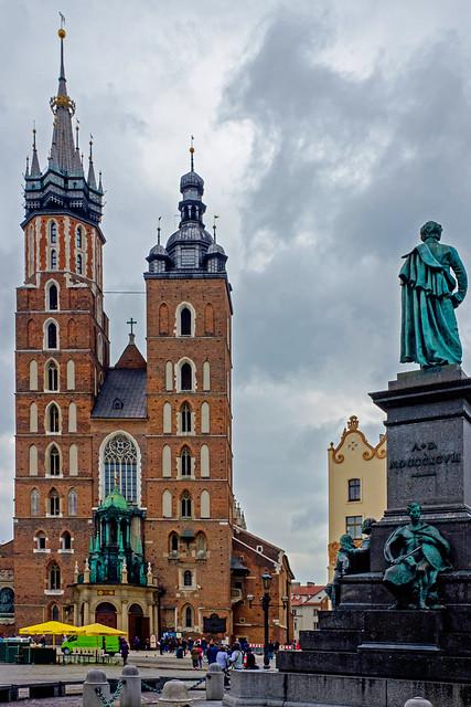 Krakow Old Town ( St Mary's Basilica)  (Fujifilm X70)