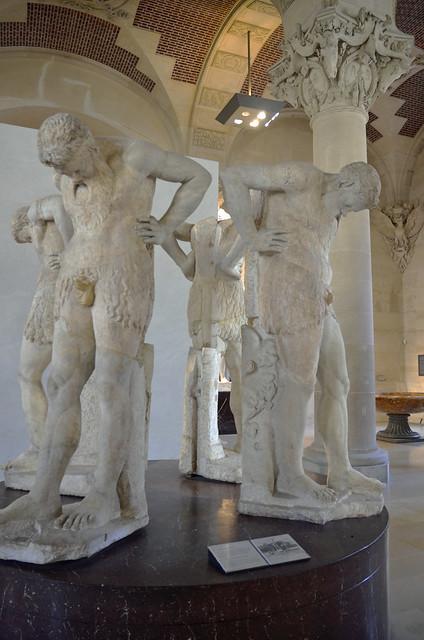 2020.08.06.179 PARIS - Musée du LOUVRE - Satyres dit Atlantes d'Albani