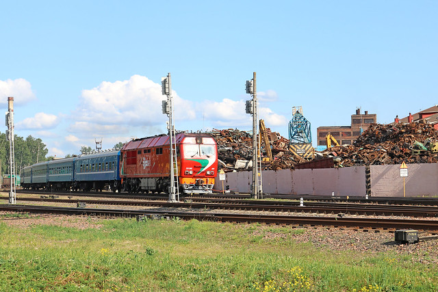 Пассажирский тепловоз ТЭП70БС-081 на станции Могилёв-3.