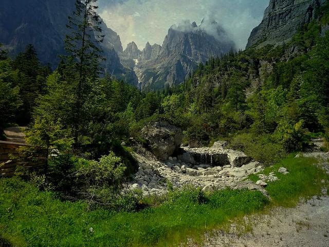 ITALIEN, Rund um Molveno TN) Blick Richtung Brenta Gebirge (Dolomiten) 79101/13759