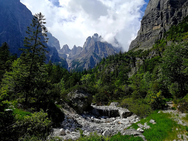 ITALIEN, Rund um Molveno TN) Blick Richtung Brenta Gebirge (Dolomiten) 79103/13761