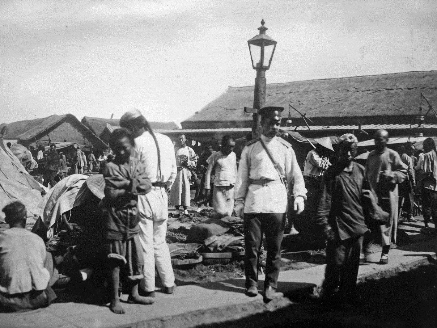 Перрон станции Никольск-Уссурийская. 1899