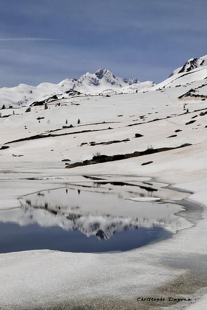 Reflet du Pic de l'Etendard dans le lac Guichard (Col de la Croix de Fer, Savoie)