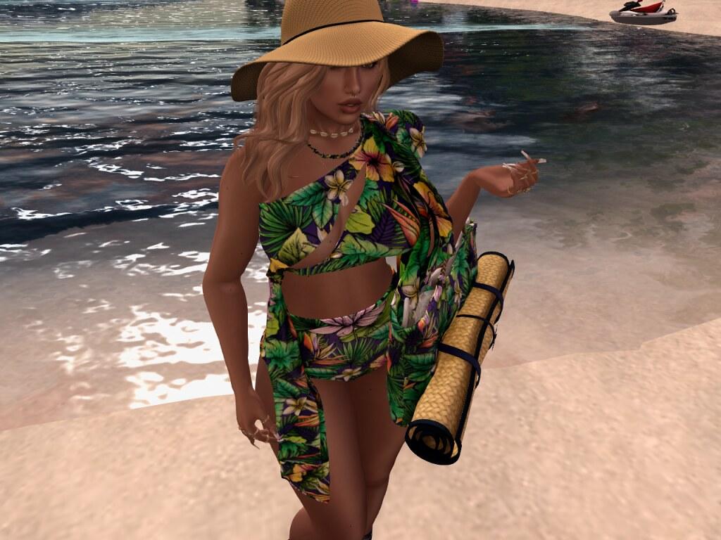 MissTauni - Beach Day