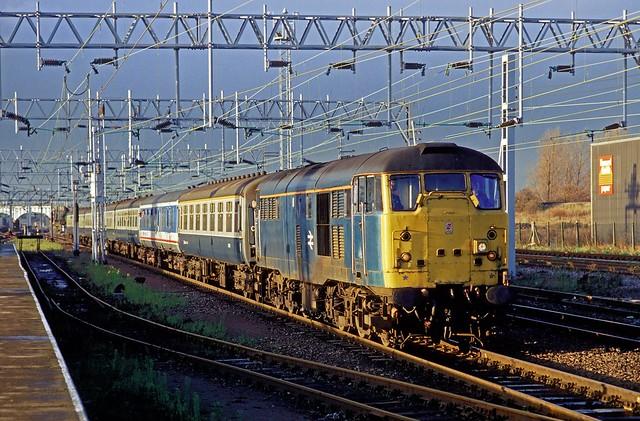BR blue 31450 rolls into Nuneaton with a Birmingham - Norwich train in March 1987.