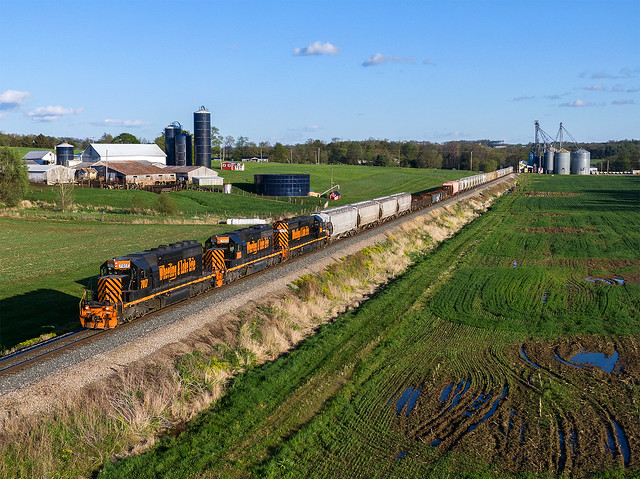 W&LE 7017 West w/ #221 at Kidron OH