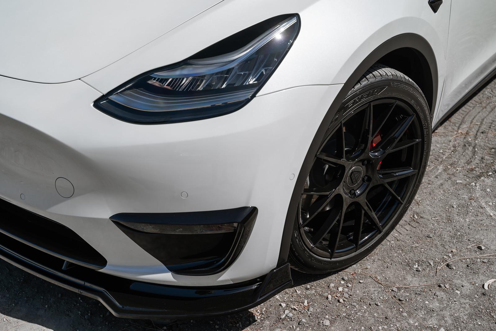 2020_Tesla_Model_Y_BDF18_Gloss_Black_1