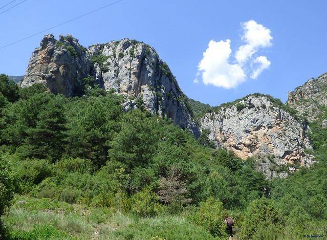 Congost de Tres Pont -03- Acceso sectores de escalada -03- Fontanella -01- Panorámica de la Pared (Fontanella Este es la zona central soleada)