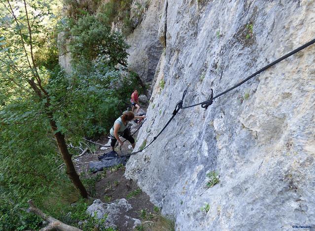 Congost de Tres Pont -03- Acceso sectores de escalada -03- Fontanella -02- Sendero de Acceso 06 Pie de vía en Fontanella Central o de Cuerdas Fijas. 01
