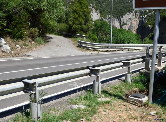 Congost de Tres Pont -03- Acceso sectores de escalada -01- Paso de la C-14
