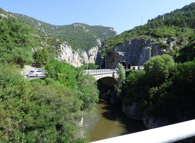 Congost de Tres Pont -02- C-14 -01- Pont de la Torre sobre El Segre -01- Con vista tres Ponts (Escalada ) y al túnel de Montan de Tost