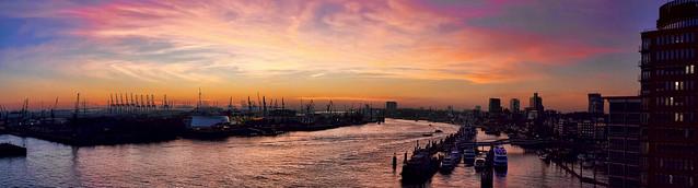 Hamburg Hafen Sonnenuntergang 4  als zusammengesetztes/stiched Panorama, maximale Größe in cm 300 X 80