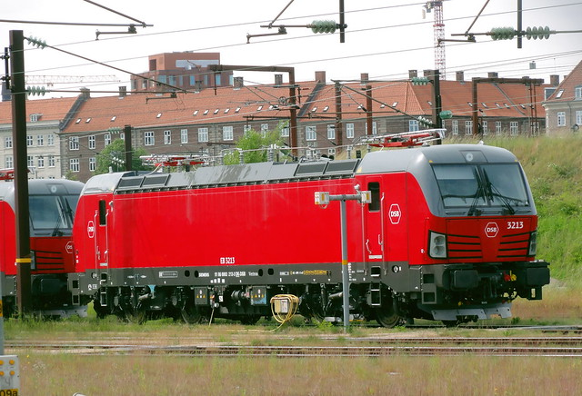 brand new Siemens Vectron EB 3213 has been with DSB for 2 months now but hasnt yet been used much if at all yet although sisters 3214-3216 are out most days in recent weeks