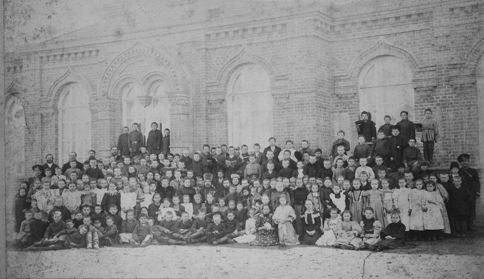 Ученики Никольской школы. 1900