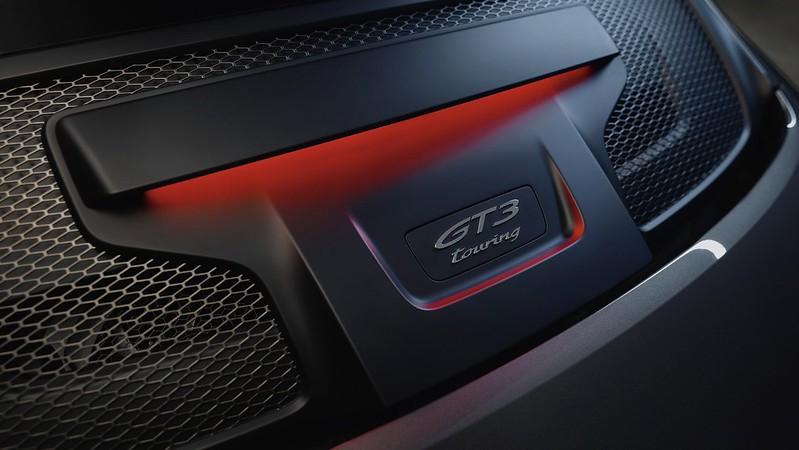 2022-Porsche-911-GT3-Touring-15
