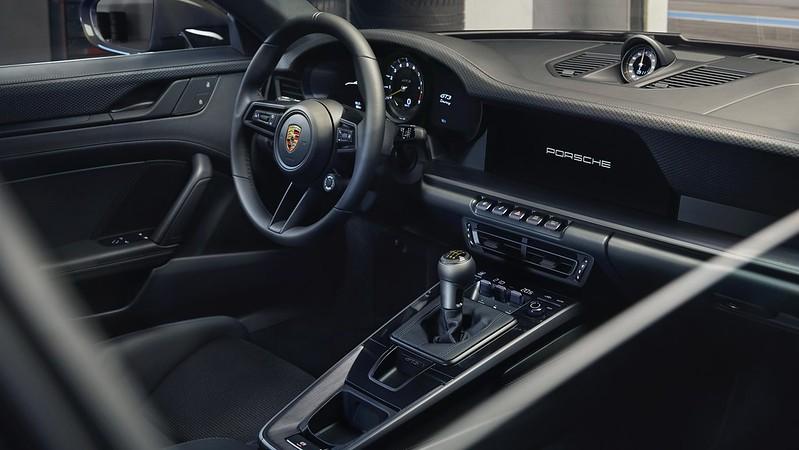 2022-Porsche-911-GT3-Touring-13