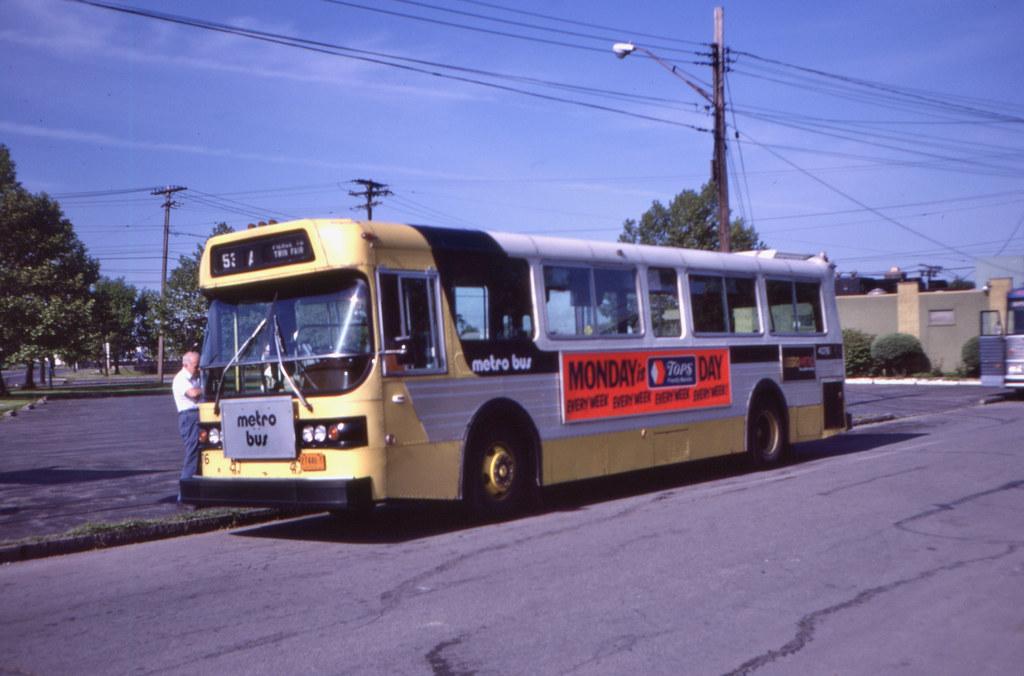 11095T - Niagara Frontier Transit Authority 4076 - Niagara Falls, West & Packard - 11 Jun 1983