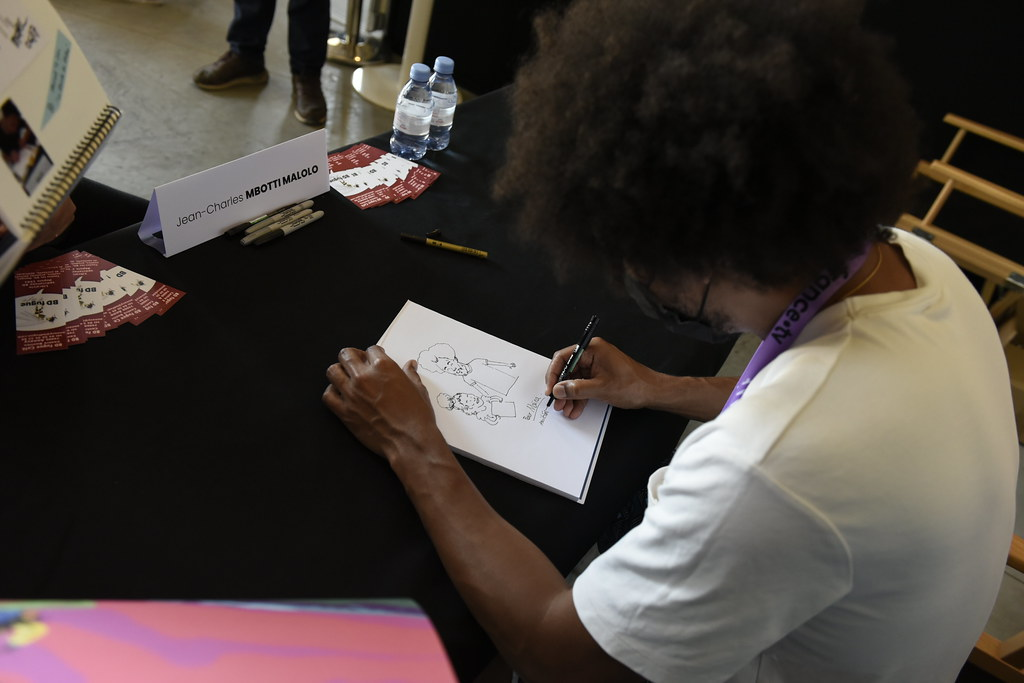 2021 - Dédicace de l'affiche officielle par Jean-Charles MBOTTI MALOLO au manège du Haras d'Annecy, réalisateur, dessinateur et créateur de cette dernière