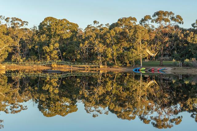 Kyneton Bushland Resort Lake Reflections/Sunset