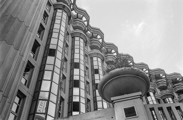 Espaces d'Abraxas, Place des Fédérés, Noisy-le-Grand, nr Paris, France, 1990, 90-8l-15