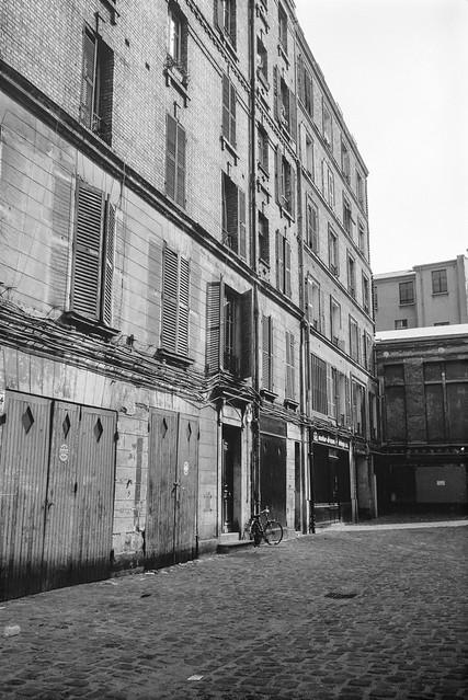 Courtyard, Marais, Paris, France, 1990, 90-8m-43