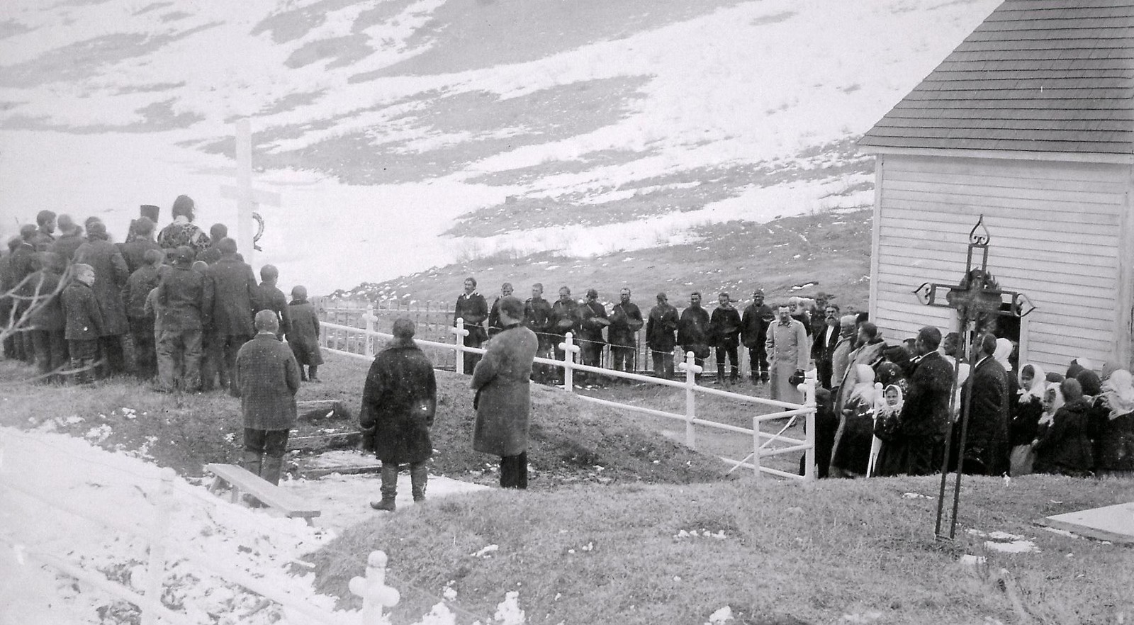 1897. Панихида на братской могиле в присутствии Приамурского Генерал-Губернатора С. М. Духовского. 7 мая