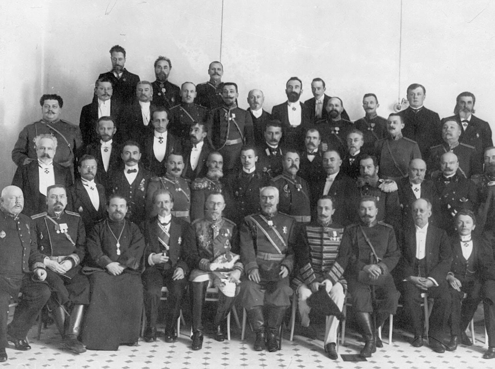1906 Группа сотрудников Крестов с генералами и чиновниками Министерства внутренних дел.