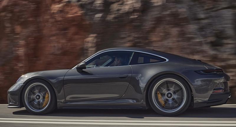 2022-Porsche-911-GT3-Touring-03