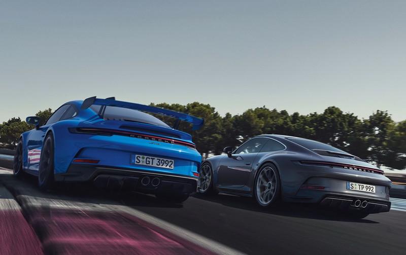 2022-Porsche-911-GT3-Touring-18